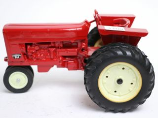 FARMAll 544 NARROW FRONT TRACTOR 1 16 FENDER IS