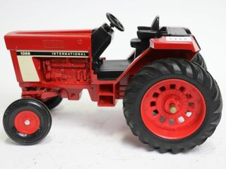INTERNATIONAl 1086 TRACTOR ERTl 1 16 BACK WHEEl