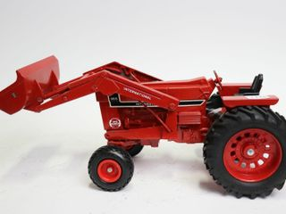INTERNATIONAl 966 TRACTOR WITH lOADER ERTl 1 16