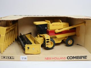 NEW HOllAND COMBINE WITH HEADS ERTl 1 32