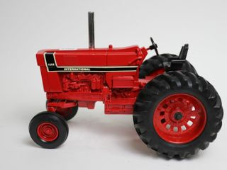 INTERNATIONAl 1566 OPEN STATION TRACTOR ERTl 1 16