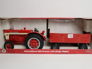 INTERNATIONAl 660 TRACTOR WITH BARGE WAGON
