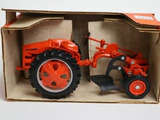 AllIS CHAlMERS G TRACTOR SCAlE MODElS 1 16