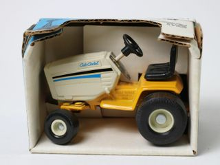 CUB CADET lAWN AND GARDEN TRACTOR SCAlE MODElS 4