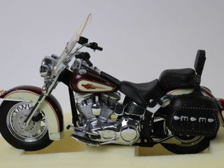 HARlEY DAVIDSON SOFTTAIl BIKE 9  FRANKlIN MINT