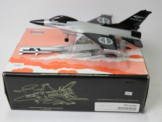 HARlEY DAVIDSON lOCKHEED F 16 AIRPlANE BANK