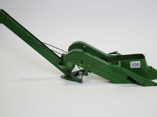 METAl JOHN DEERE CORN PICKER FOR TRACTOR 1 16