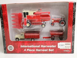 INTERNATION HARVESTER 4 PIECE HARVEST SET ERTl