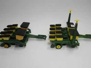 2 JOHN DEERE 4 ROW CORN PlANTERS ERTl 1 16 ONE