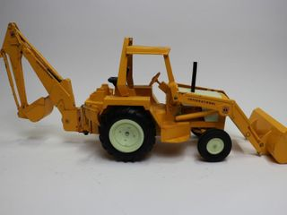 INTERNATIONAl BACKHOE  lOADER ERTl 1 16