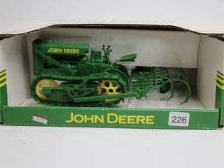 JOHN DEERE lINDEMAN CRAWlER WITH CUlTIVATORS