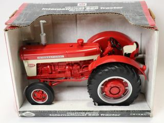 INTERNATIONAl 660 TRACTOR ERTl 1 16 COllECTOR
