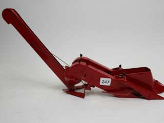 INTERNATIONAl CORN PICKER FOR TRACTOR 1 16