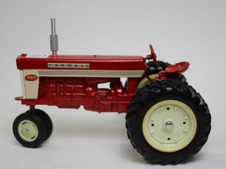 FARMAll 560 TRACTOR WITH DUAlS MADE IN USA 1 16