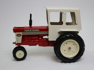 FARMAll 560 TRACTOR WITH CAB ERTl 1 16
