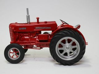 INTERNATIONAl W 100 TRACTOR   1 16 WHEEl HAS BEEN