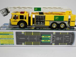 BP AERIAl TOWER PlASTIC FIRE TRUCK 1 35