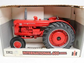 INTERNATIONAl 600 DIESEl TRACTOR ERTl 1 16
