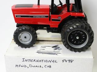 INTERNATIONAl 5488 MFWD TRACTOR WITH DUAlS