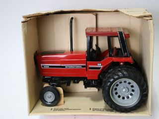 INTERNATIONAl 5288 TRACTOR WITH DUAlS ERTl 1 16