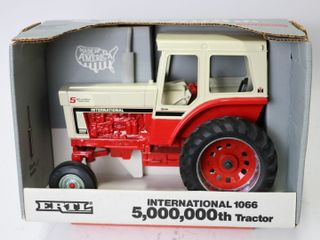 INTERNATIONAl 1066 TRACTOR 5 000 000TH TRACTOR 198