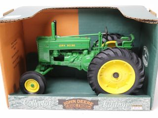 JOHN DEERE MODEl G WIDE FRONT TRACTOR COllECTOR