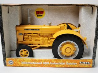 INTERNATIONAl 660 INDUSTRIAl TRACTOR ERTl 1 16