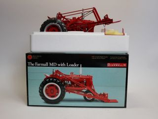 FARMAll MD WITH lOADER PRECISION SERIES TRACTOR