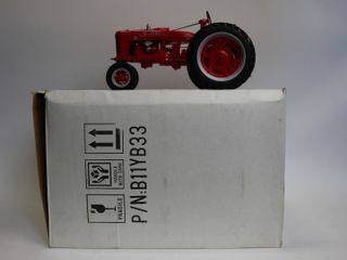 FRANKlIN MINT FARMAll H TRACTOR AND BOX