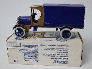EASTWOOD AUTOMOBIlIA 1925 KENWORTH VAN BANK