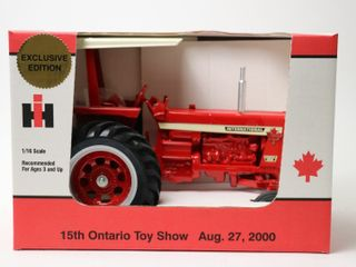 INTERNATIONAl 856 TRACTOR 2000 WOODSTOCK TOY