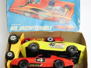 MODEl CAR BOX WITH FOUR PlSTIC RACE CARS