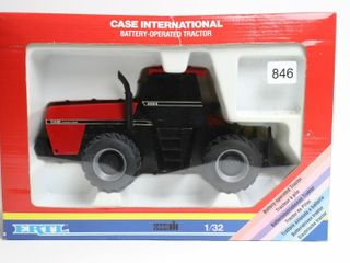 CASE INTERNATIONAl BATTERY OPERATED TRACTOR ERTl