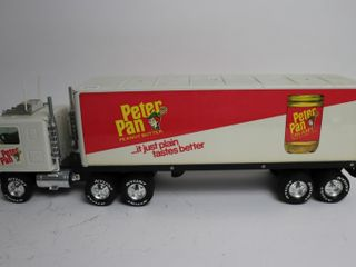 PETER PAN TRUCK AND TRAIlER 21  NYlINT