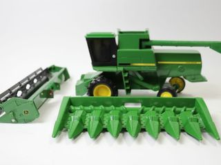 JOHN DEERE TITAN II COMBINE AND HEADS ERTl 1 16