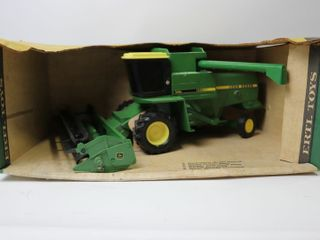 JOHN DEERE TURBO COMBINE AND GRAIN HEAD ERTl
