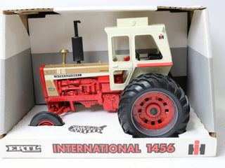 INTERNATIONAl 1456 TURBO GOlD DEMO TRACTOR 1996