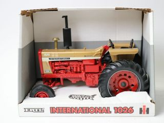 INTERNATIONAl 1026 GOD DEMONSTRATOR TRACTOR 1996