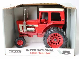 INTERNATIONAl 1468 V8 TRACTOR 1993 2 OF 4 ERTl