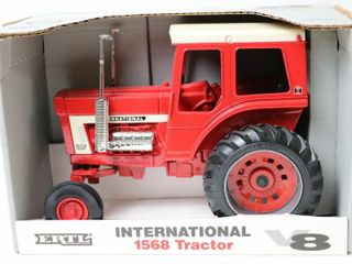 INTERNATIONAl 1568 V8 TRACTOR 1993 3 OF 4 ERTl