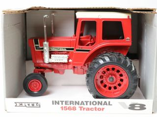 INTERNATIONAl 1568 V8 TRACTOR 1993 4 OF 4 ERTl
