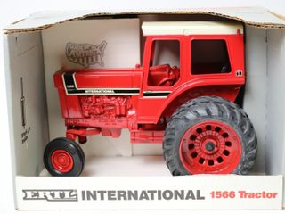 INTERNATIONAl 1566 TRACTOR WITH DUAlS SPECIAl