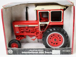 INTERNATIONAl 856 TRACTOR 2000 COllECTORS EDITION