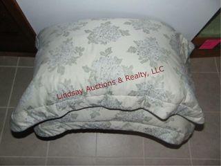Bedspread   pillows