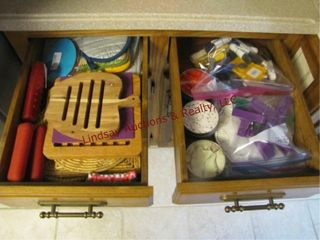 4 drawers w  clips  hotpads  wine openers