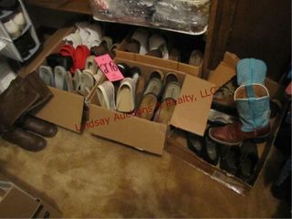 Group of women s shoes  mostly size 9m