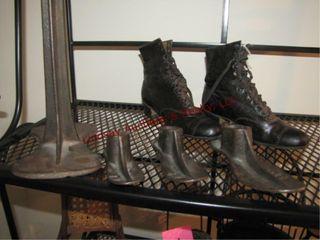 Pair of vintage shoes size 5   4 shoe lathes