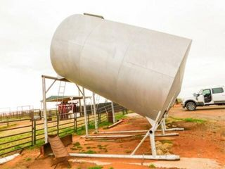 950 bushel slant grain storage bin on skid