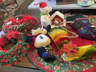 CHRISTMAS WREATHES  STOCKINGS  TABlE MAT  AND