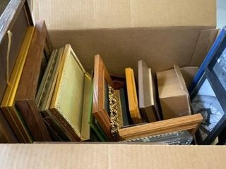 BOX OF MANY PICTURE FRAMES